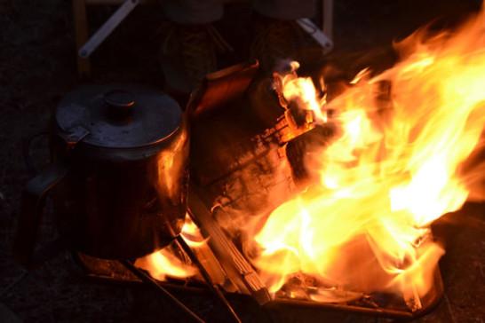 キャンプ 焚火 宴会