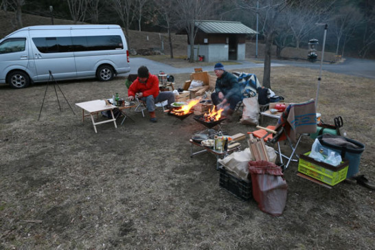 キャンプ 焚火