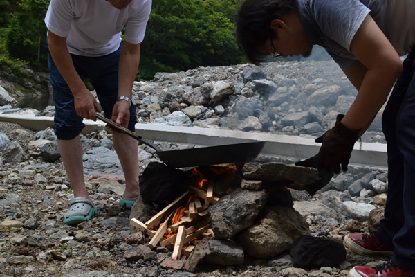 キャンプ 焼きそば
