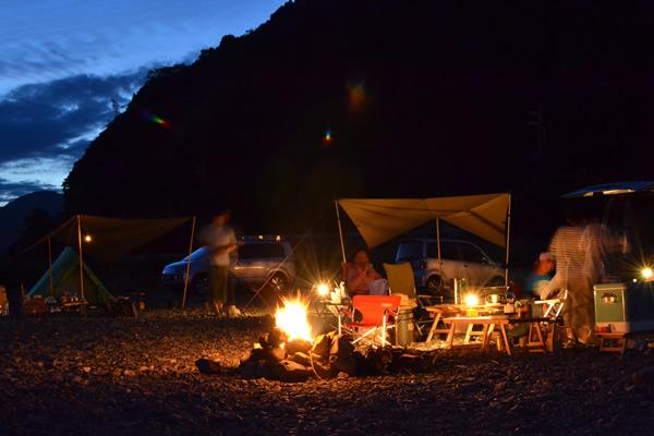 高知 キャンプ 焚き火 宴会 新荘川