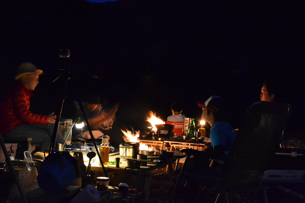 キャンプ 焚き火 宴会 新荘川
