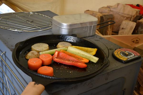 キャンプ ダッチオーブン 鉄板焼き 料理