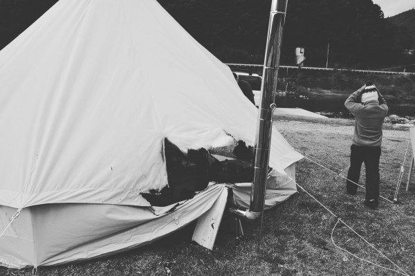 キャンプ テント 薪ストーブ 火事 炎上 大惨事