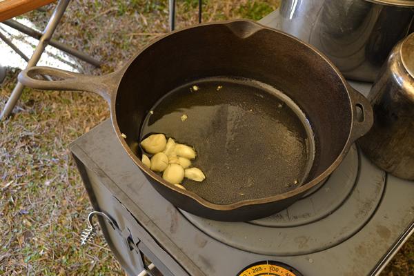 キャンプ 料理 タイカレー ダッジオーブン 薪ストーブ LODGE