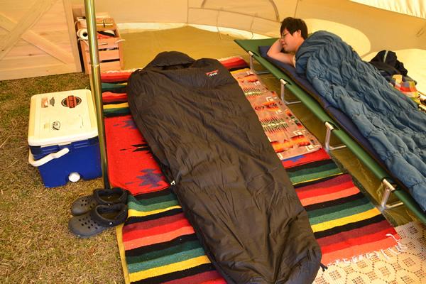 キャンプ 寝る ベッド コット マット 寝袋