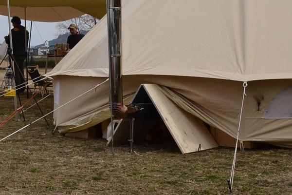 キャンプ テント 薪ストーブ 火事 炎上