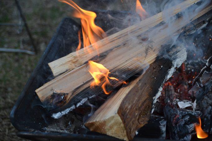 キャンプ 焚き火 着火 焚き付け 薪