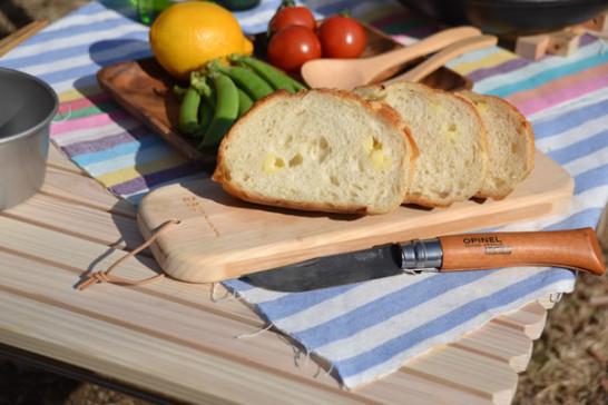 キャンプ まな板 料理 パン