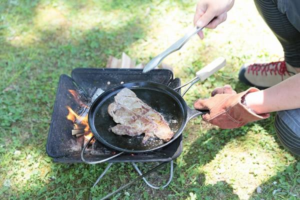 キャンプ 焚き火 ロッジ ダッチオーブン