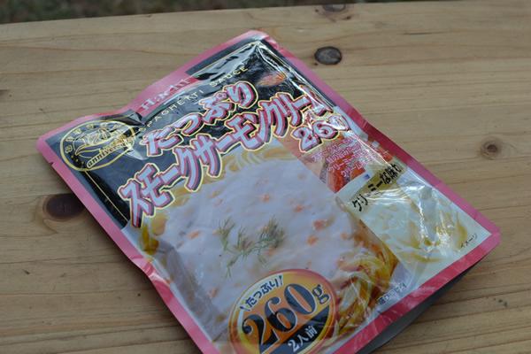 キャンプ 料理 スキレット 鮭 クリーム煮