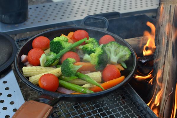 キャンプ 料理 ダッチオーブン 温野菜 蒸料理