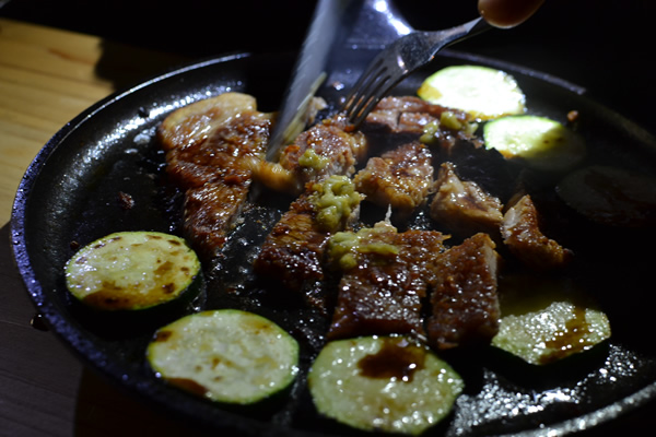 キャンプ 料理 ステーキ ダッチオーブン スキレット ソテー